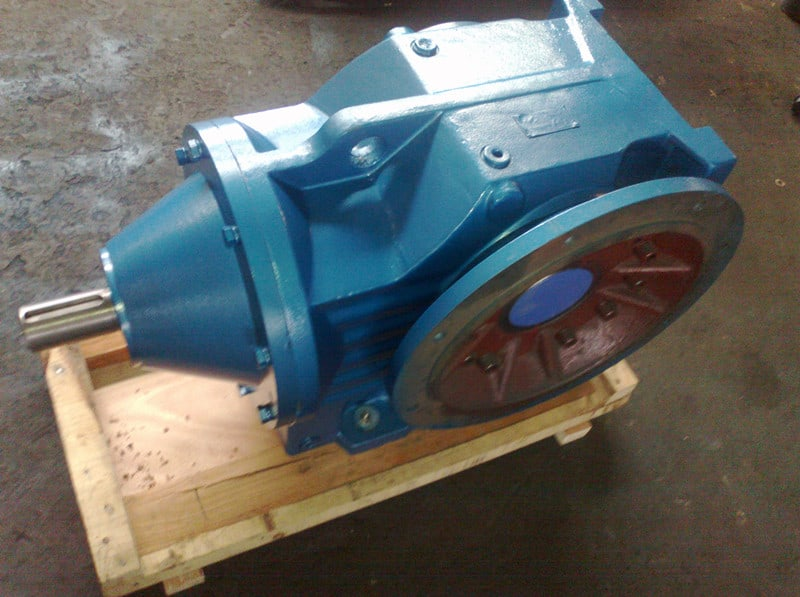 Helical gear-worm right angle gear reducer