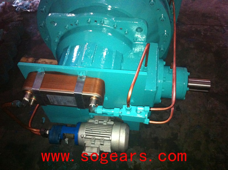 Planetary Gearbox with cooler and lubrication pump